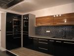 Kuchyňské linky - černý lesk